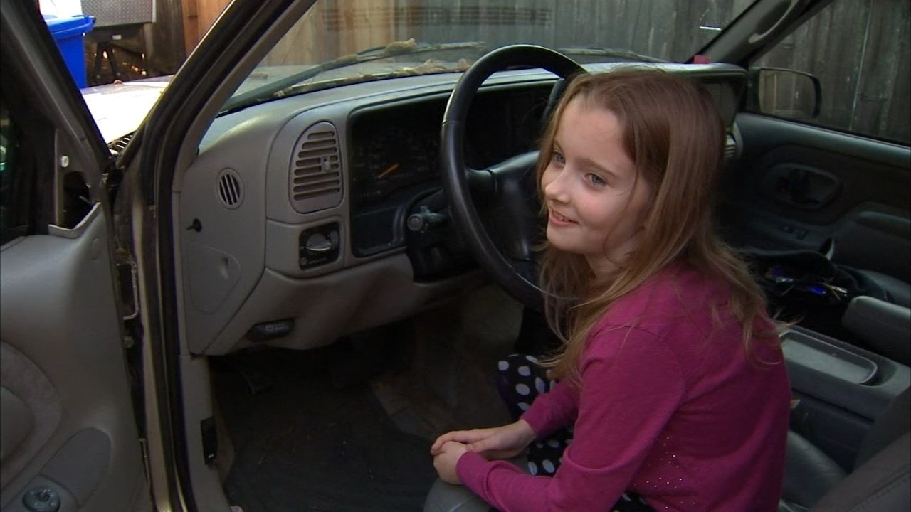 Lilly Wiggins hopped in the driver's seat when the family vehicle rolled over her mother's leg. (KPTV)