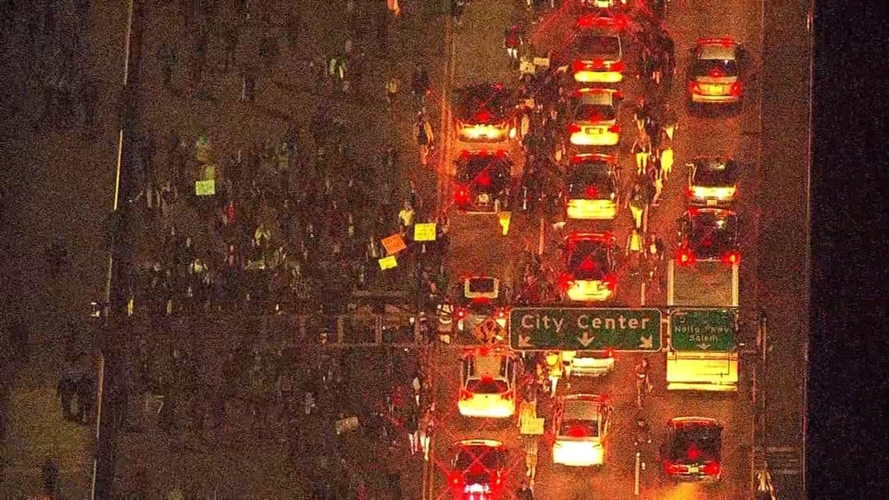 Protesters on Morrison Bridge. (Source: KPTV/Air 12)