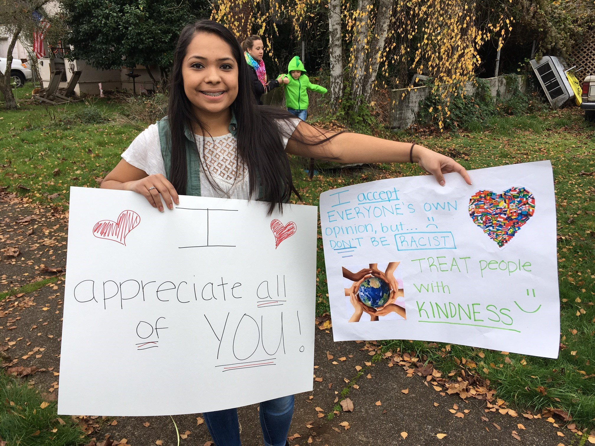 Gabriela Rodriguez at Thursday's rally in Silverton. (KPTV)