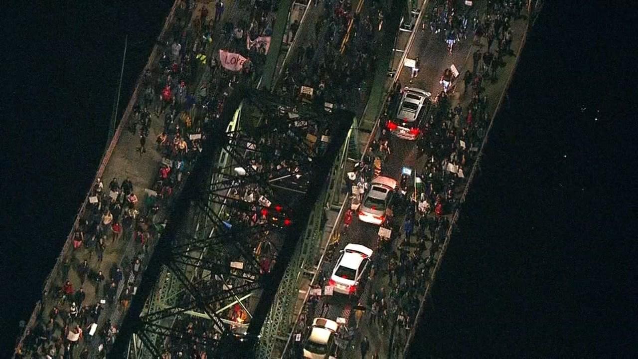 Portland Protests Turn Violent As Crowds Riot Kptv Fox 12