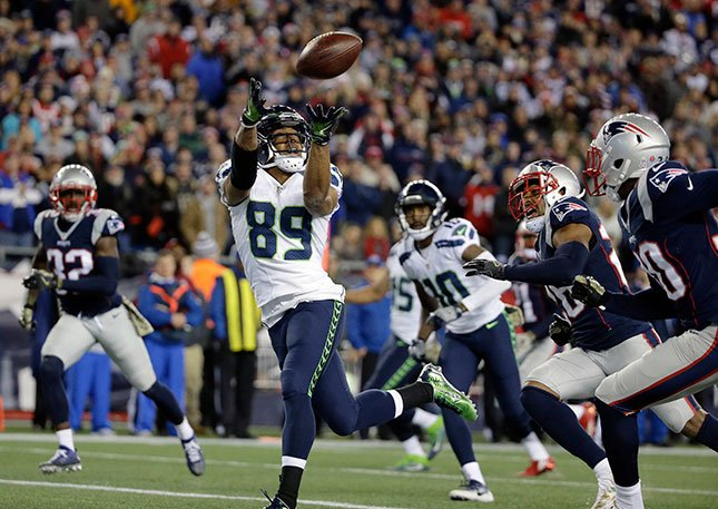 Seattle Seahawks wide receiver Doug Baldwin (89) catches a pass for his third touchdown of the game during the second half of an NFL football game against the New England Patriots, Sunday, Nov. 13, 2016, in Foxborough, Mass. (AP Photo/Steven Senne)