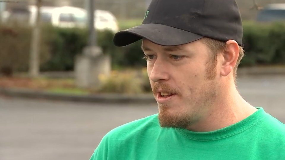 Josh Robb said he was crabbing with his father-in-law near Warrington when a great white attacked a seal near their boat. (KPTV)