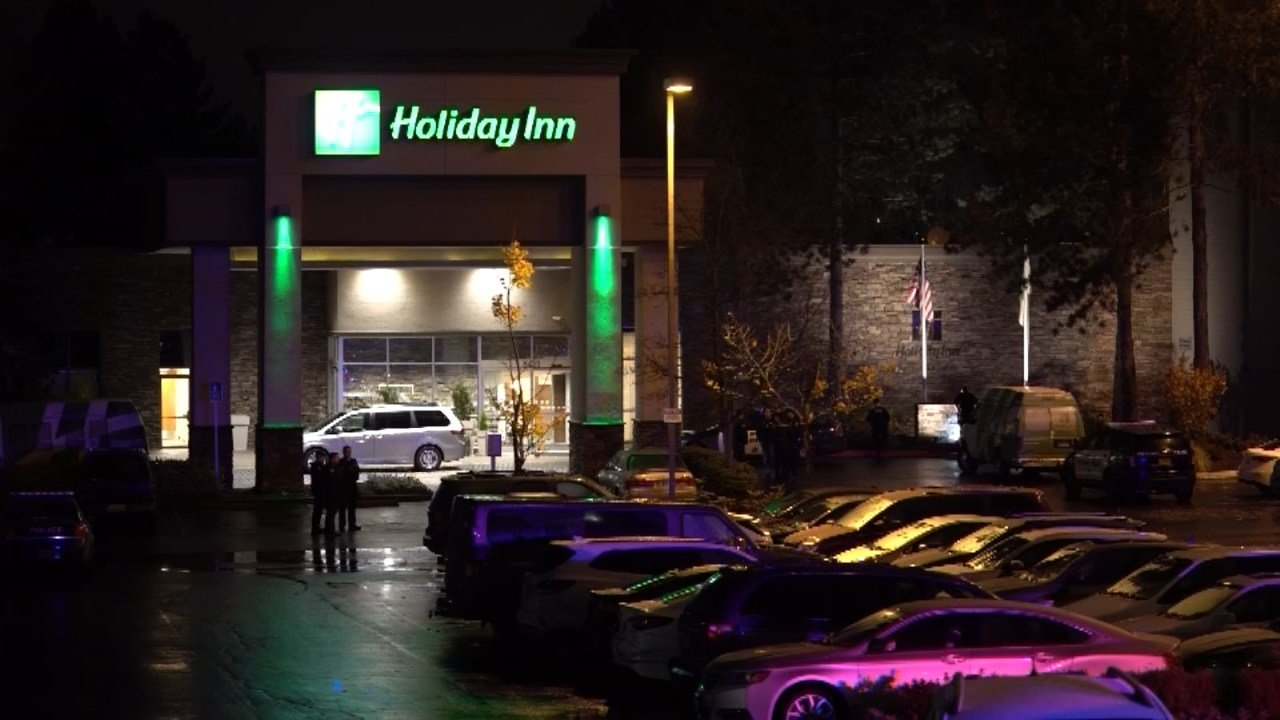 Police investigating a shooting outside a Holiday Inn in northeast Portland. (KPTV)