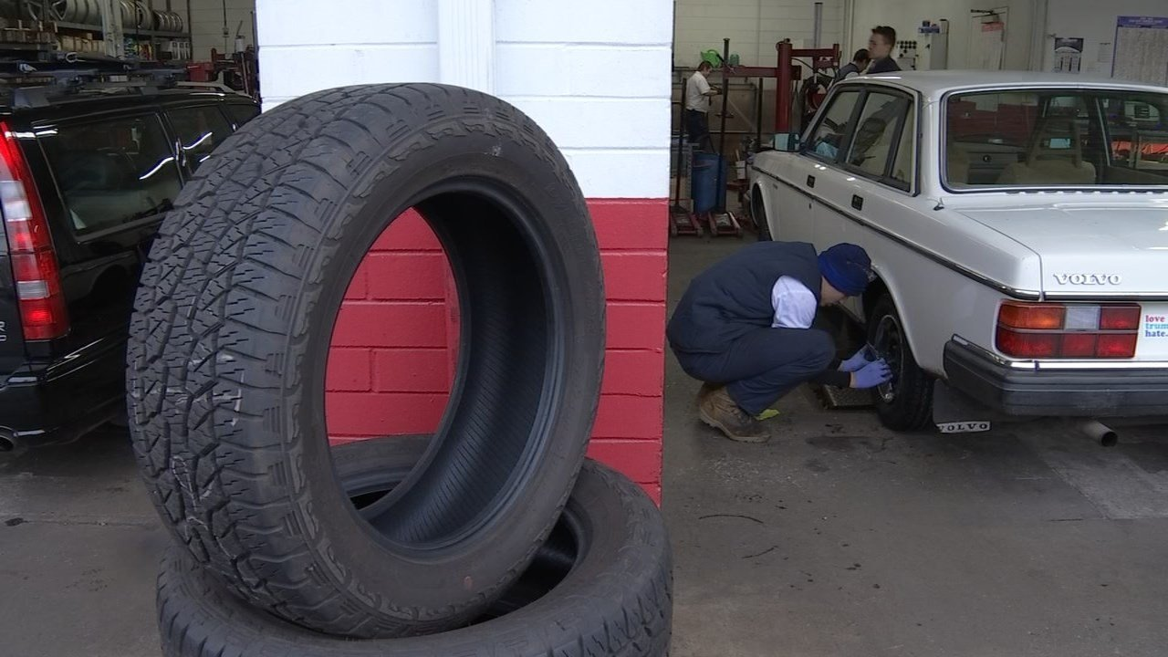 Les Schwab Tire Center in northwest Portland (KPTV)