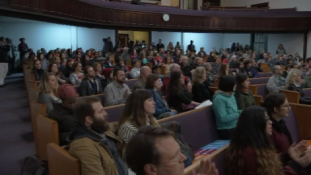 Hundreds of people gathered in north Portland for a community rally to stand up against hate. (KPTV)