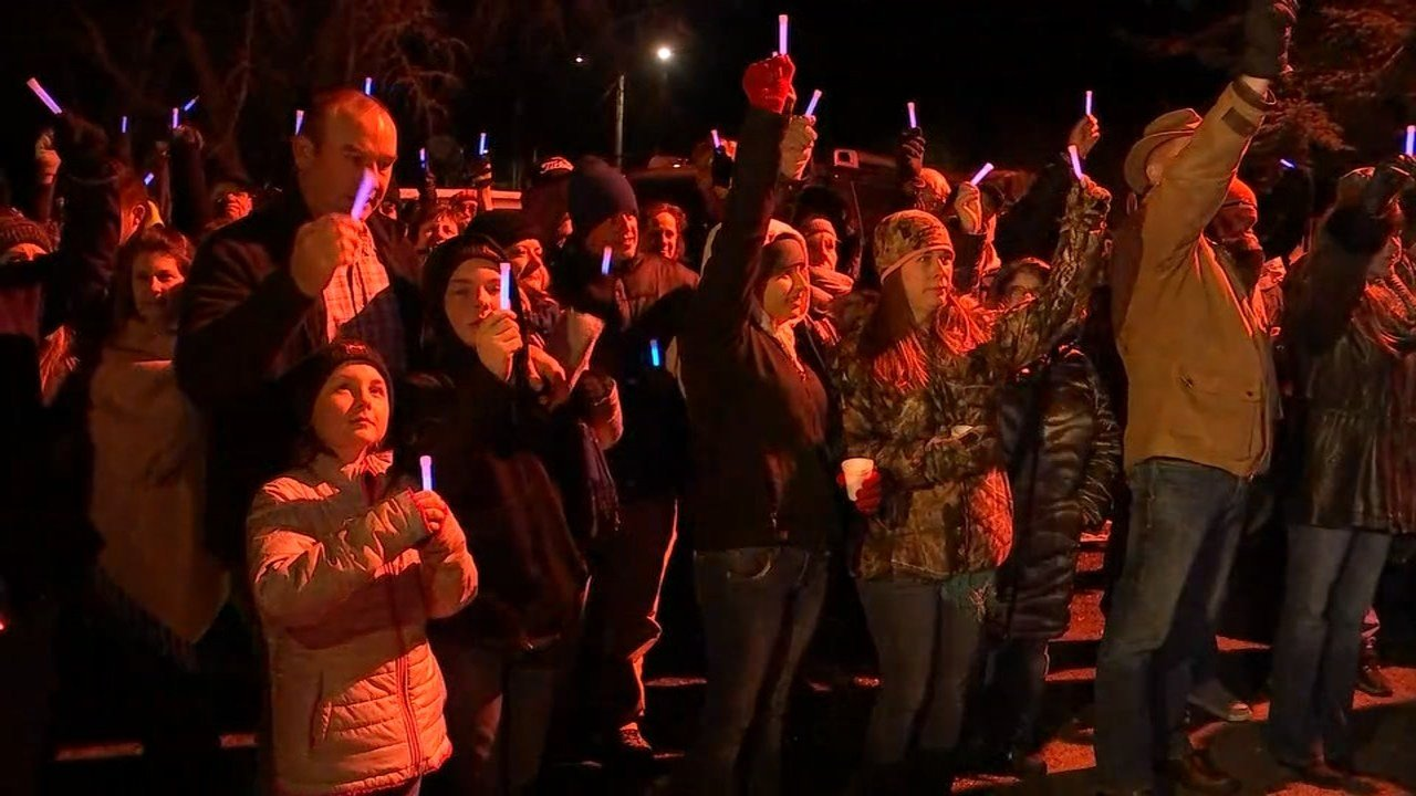 People gathered for a vigil in honor of Oregon State Police Trooper Nic Cederberg. (KPTV)