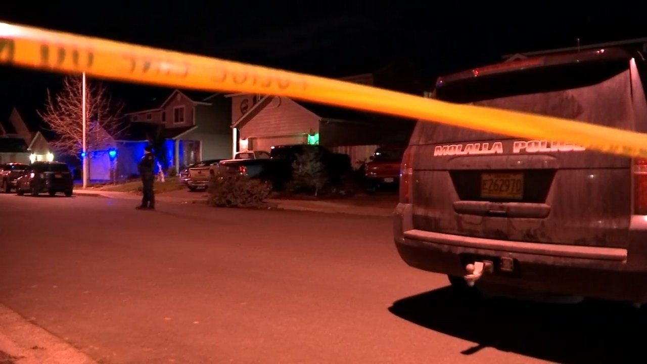 Police at scene of deadly shooting in Molalla on Monday. (KPTV)
