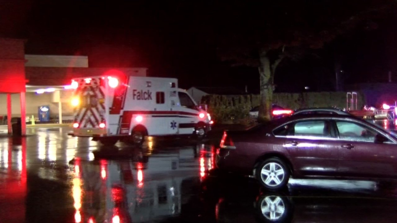 Scene of collision that injured three people after a fight at a Salem bar (KPTV)