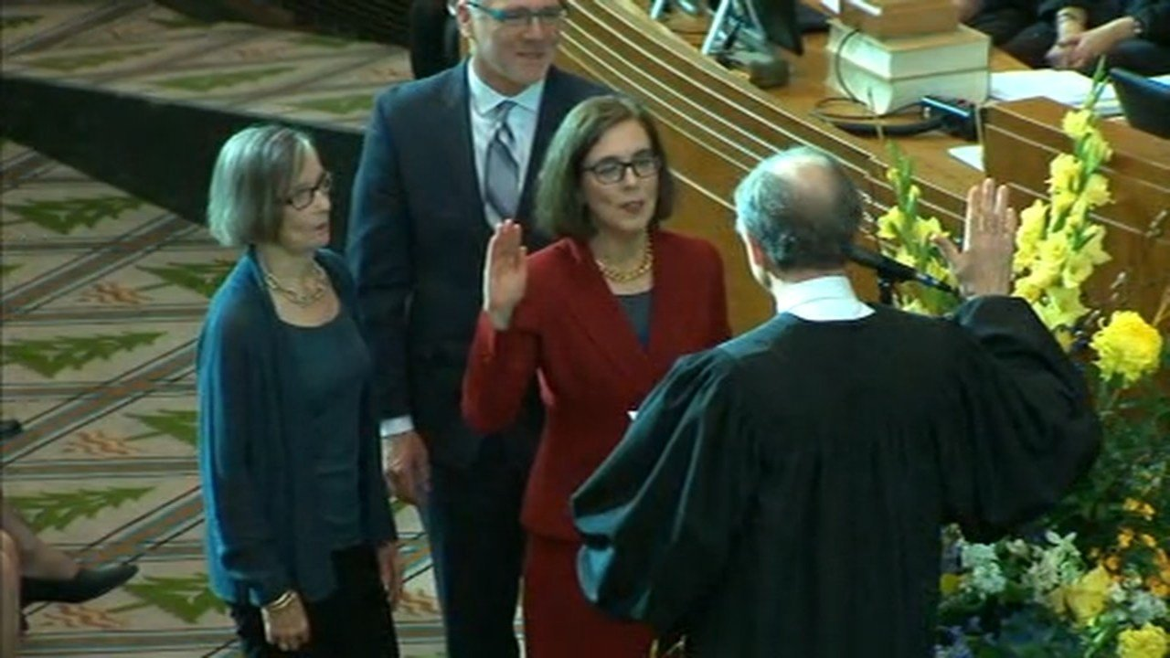 Gov. Brown was sworn in Monday. (KPTV)