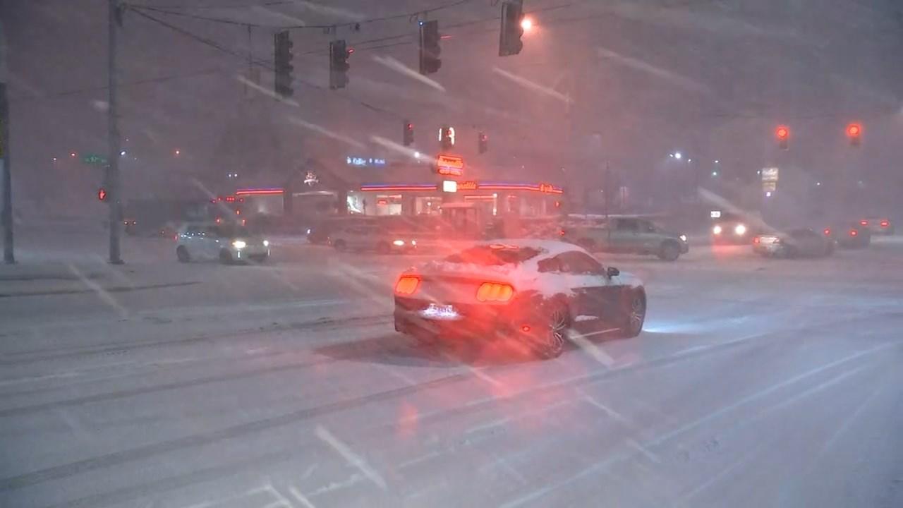 Snow falling in SE Portland. (Mega Sugianto/KPTV)