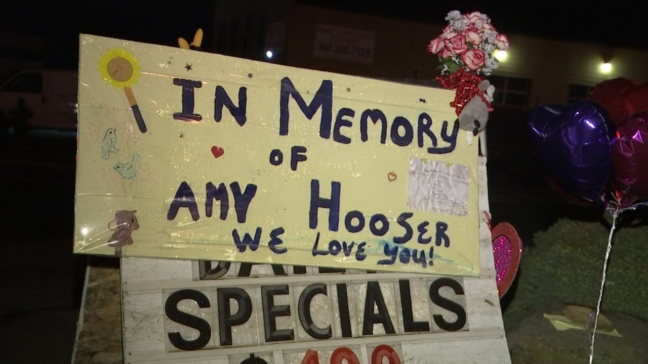 A memorial for Amy Hooser outside the Sifton Market in Vancouver. (KPTV)
