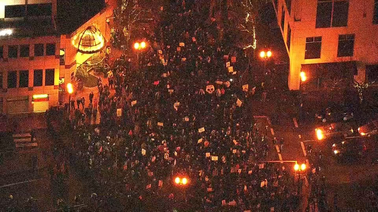 Inauguration protesters marching in downtown Portland. (Air 12/KPTV)