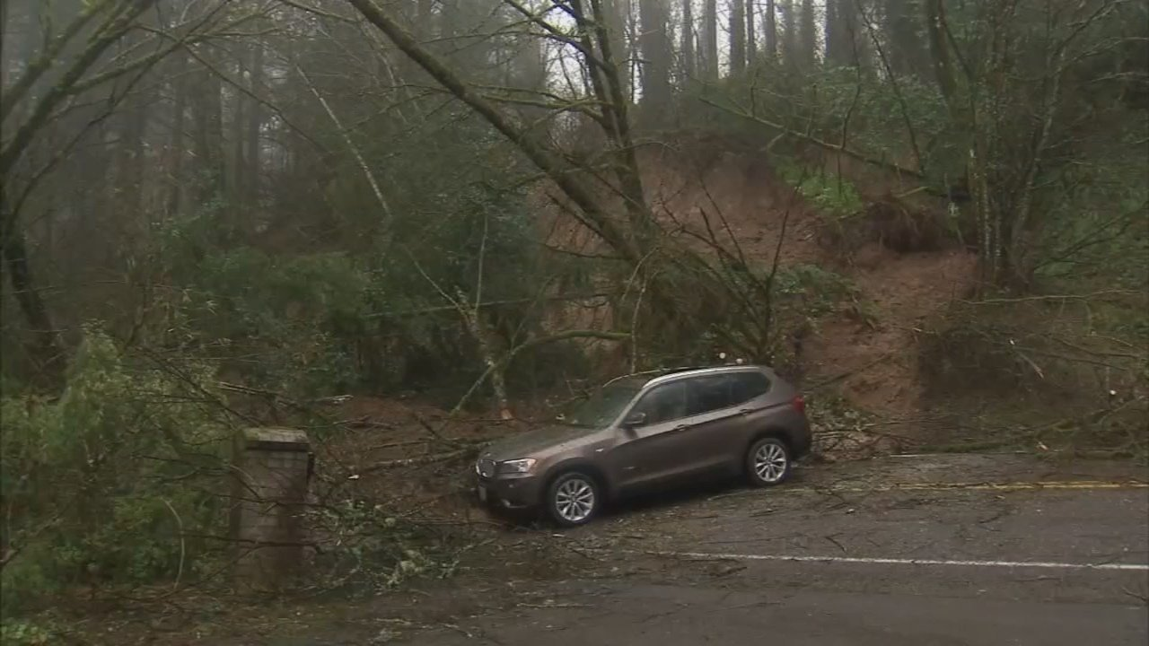 Landslide on Skyline Boulevard (KPTV)