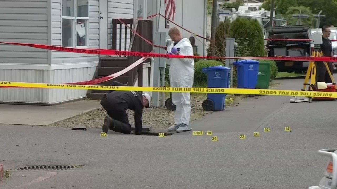 Shooting scene at Fox Run Mobile Home Park in northeast Portland. (KPTV)
