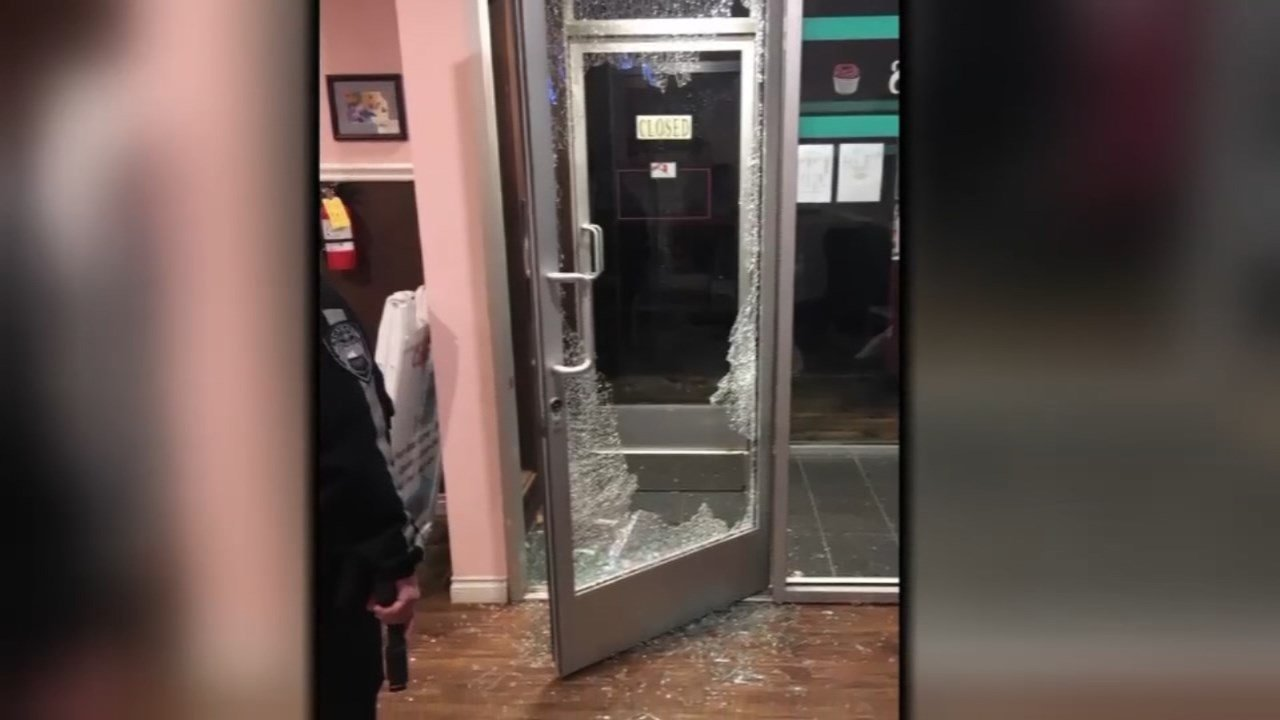 Glass door smashed at Camas business during burglary spree (KPTV)