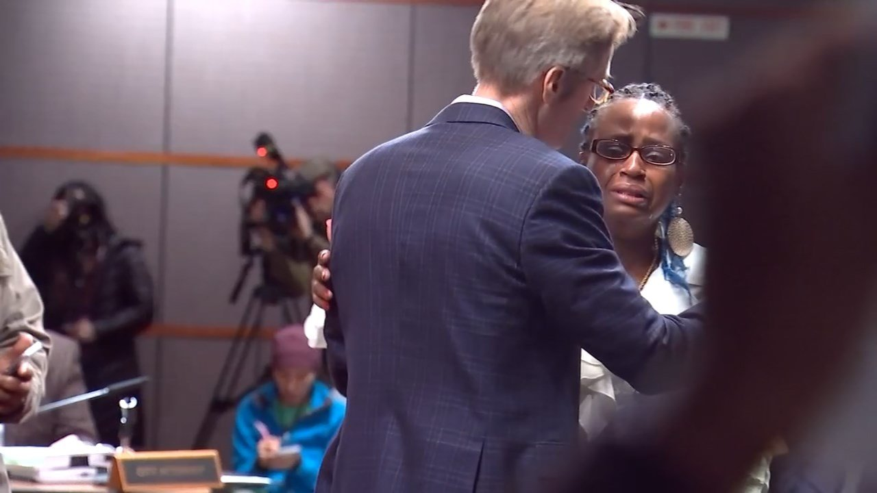 Mayor Ted Wheeler embracing the mother of Quanice Hayes during the City Council meeting Wednesday. (KPTV)