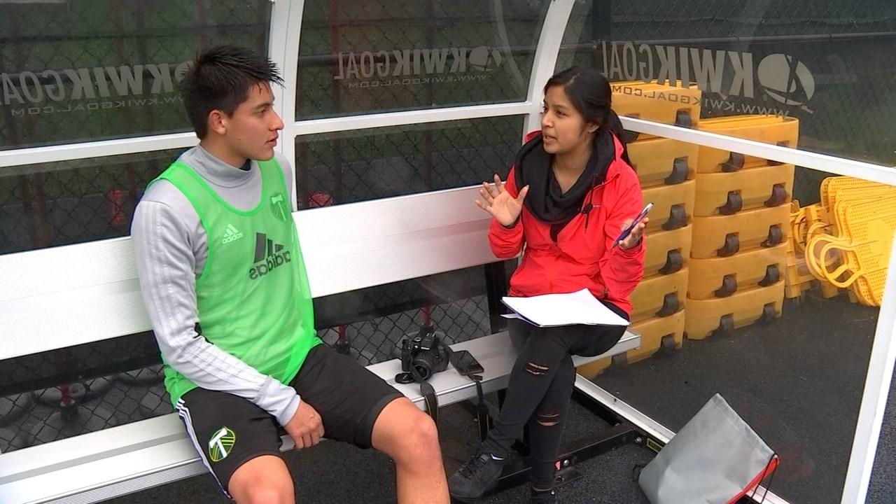 Odalis Aguilar from Milwaukie High School interviewing Marco Farfan. (KPTV)