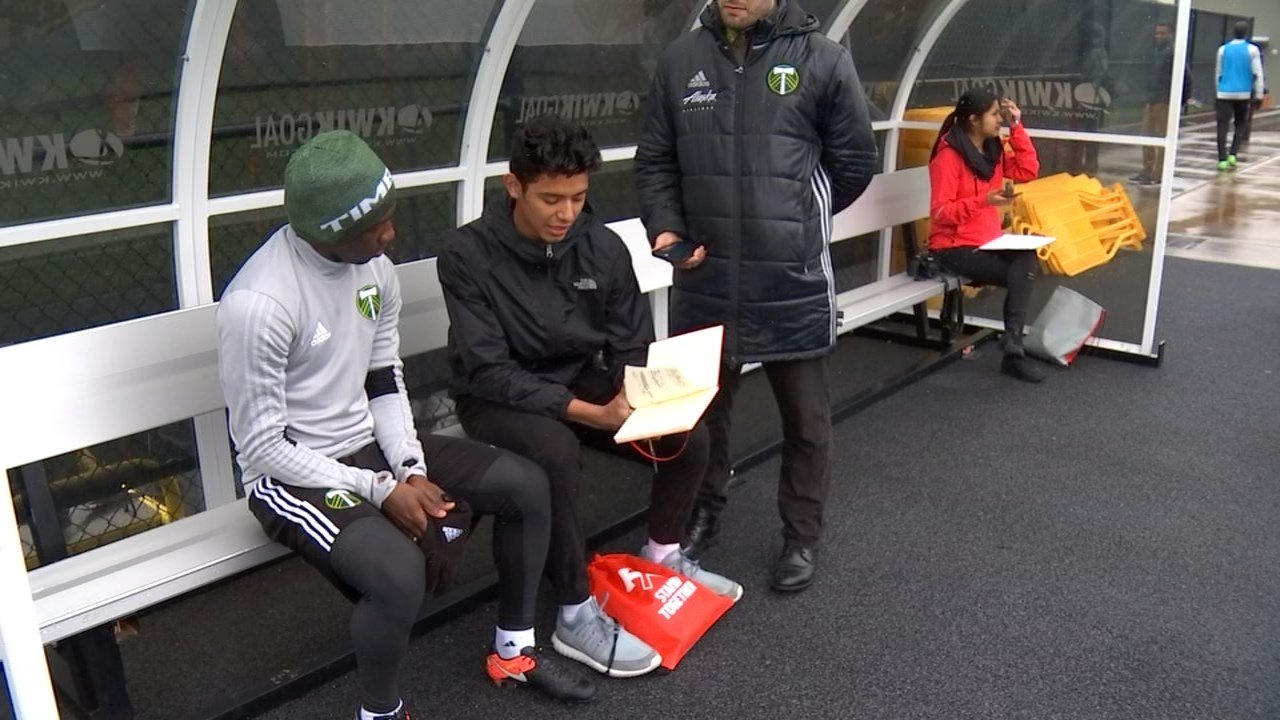bilingual high school students interview favorite timbers player ector morales from beaverton high school interviewing diego chara kptv