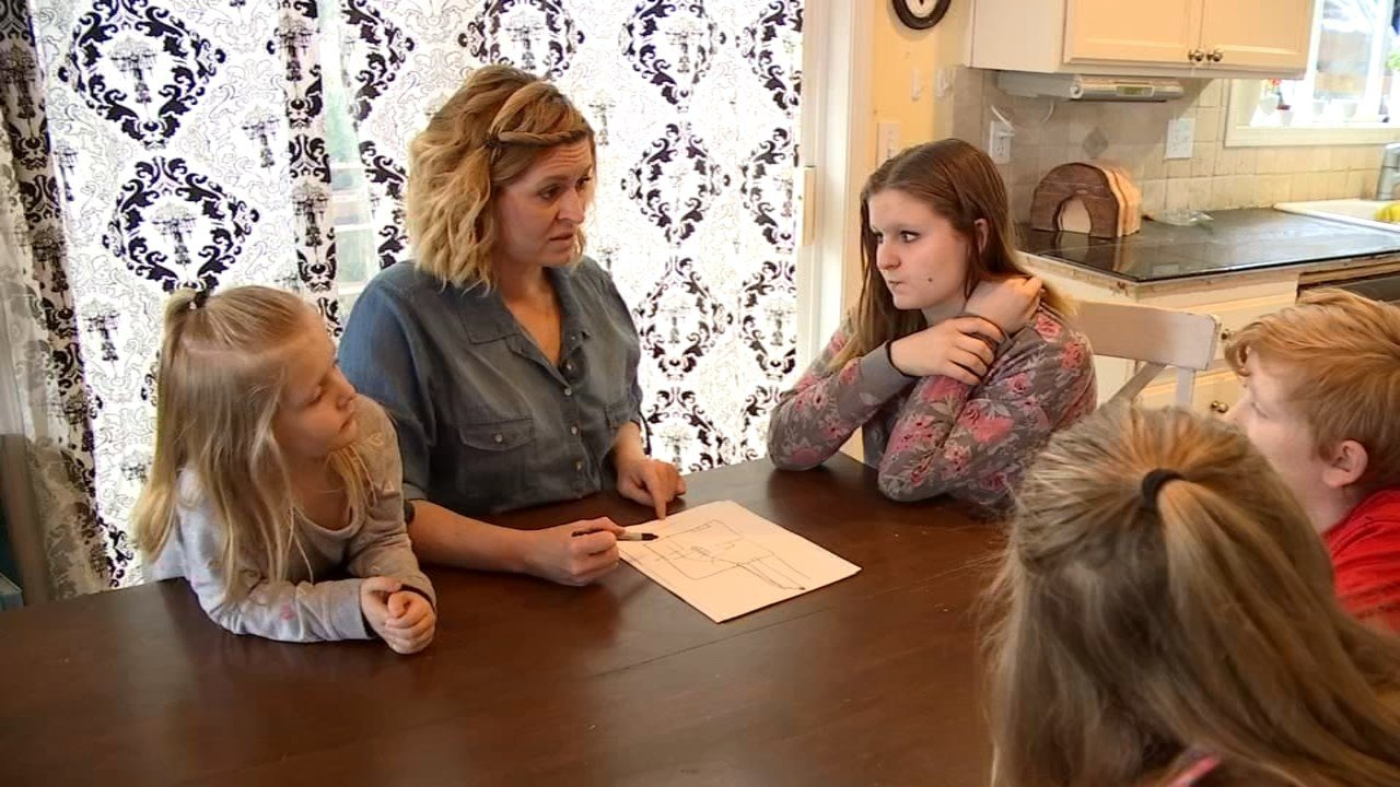 Carrie Pabst and her children going over their escape plan. (KPTV)