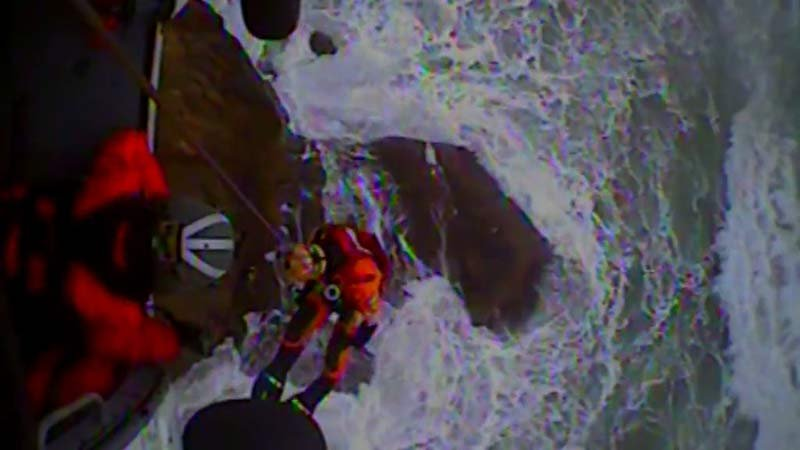 Rescue at Hug Point near Cannon Beach (Image: US Coast Guard)