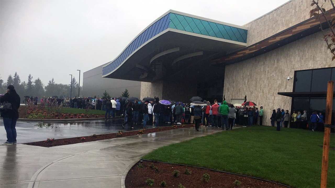 Large crowds gathered on a rainy Monday morning in order to be the first guests into the new Ilani casino near La Center. (KPTV)