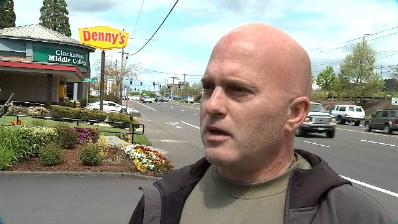 Jason Pappas said he tried to keep Scott Ranstrom calm. Alive and alert after putting out the flames on the 69-year-old who was lit on fire by an attacker in a Happy Valley Denny's last week. (KPTV)