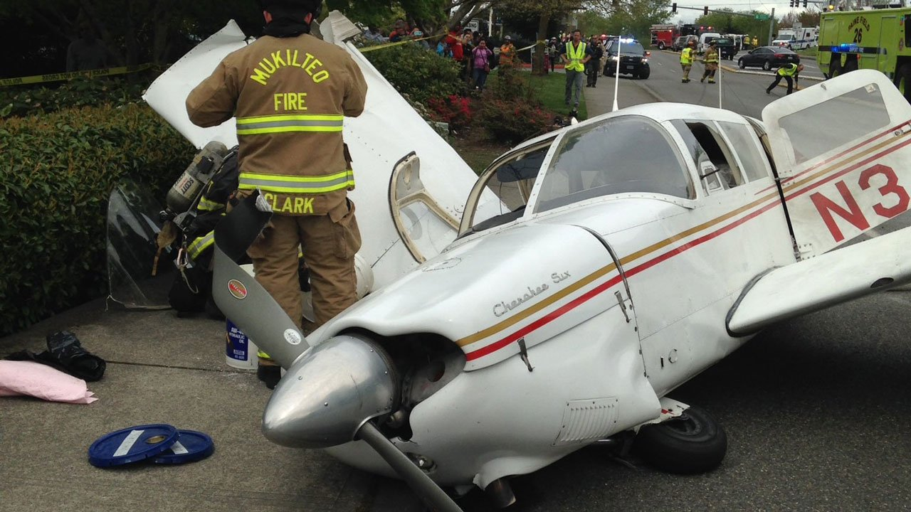 Small plane crashes on street in small town north of Seattle