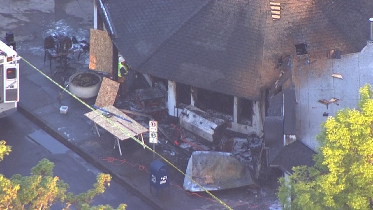 A fire tore through Reo's Ribs in northeast Portland on Monday. (Image: KPTV/Air 12)