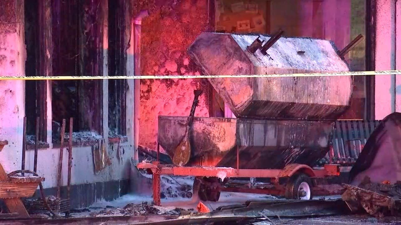 Fire at Reo's Ribs in northeast Portland. (KPTV)