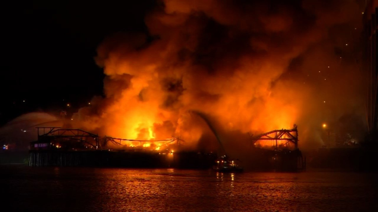 Warehouse fire under the Fremont Bridge on May 14. (KPTV)