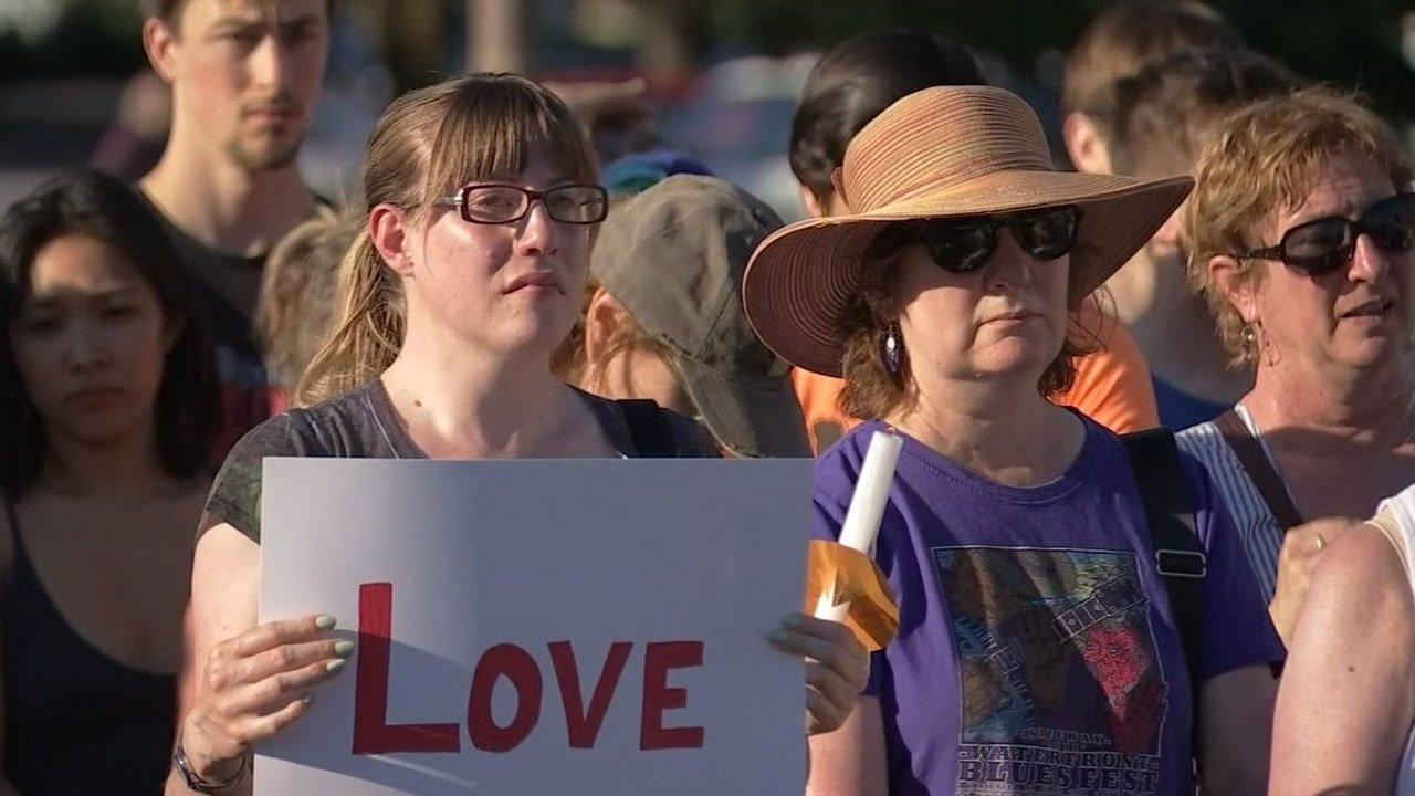 People honoring the stabbing victims in northeast Portland over the weekend. (KPTV)