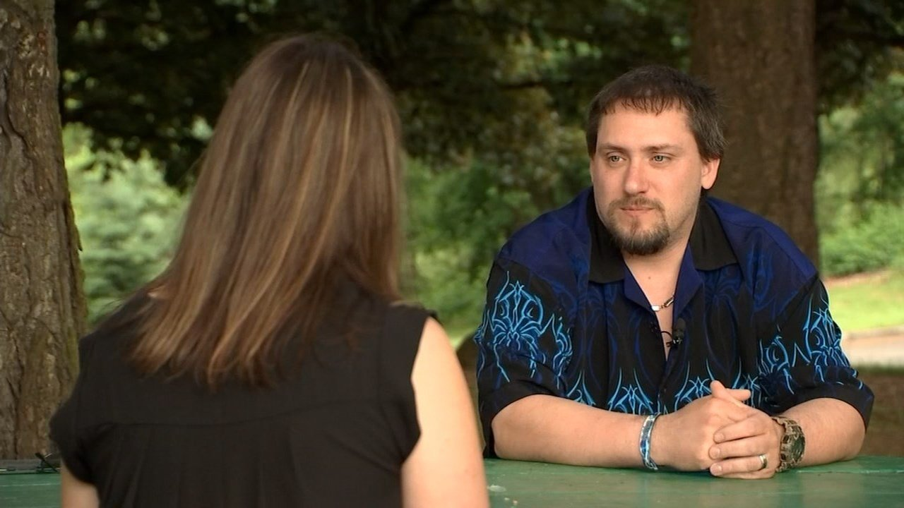 Marcus Knipe told FOX 12's Kelsey Watts about helping save a stranger who was stabbed during a deadly attack on a MAX train. (KPTV)
