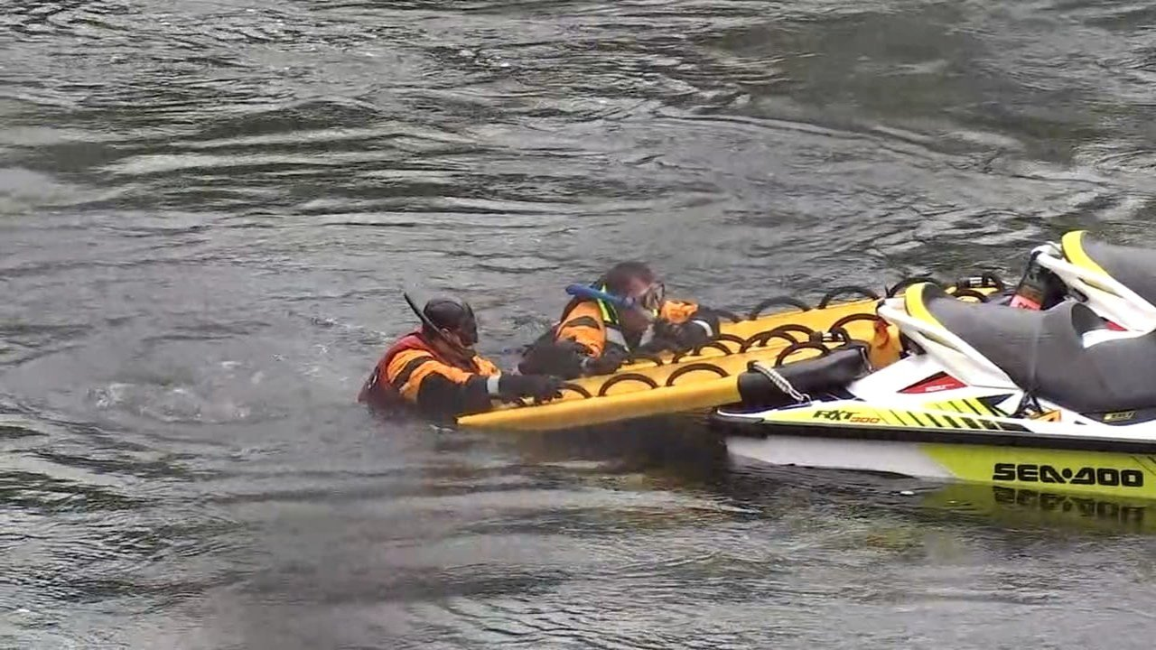 Dive team members searching for Said Osman last week. (KPTV)