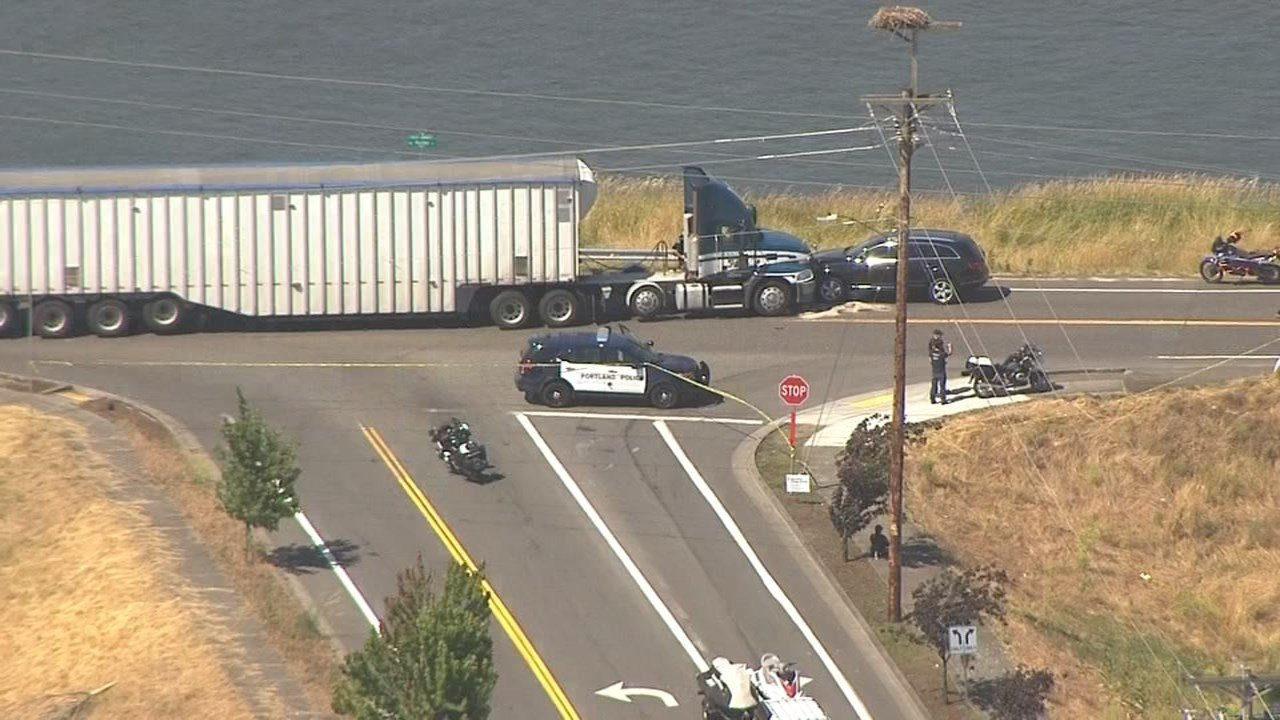 AIR 12 over the scene at Northeast 148th and Marine Drive (KPTV)