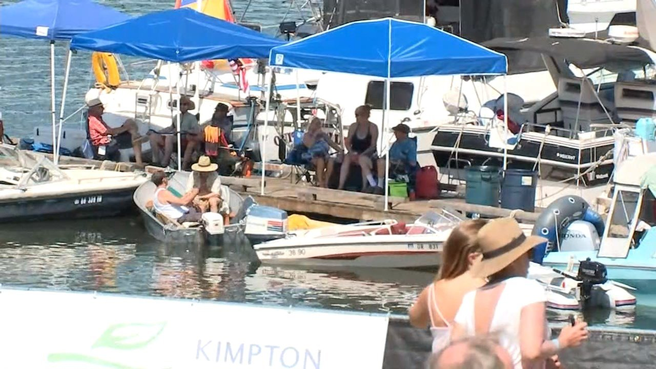 People watching the 2017 Waterfront Blues Festival (KPTV)