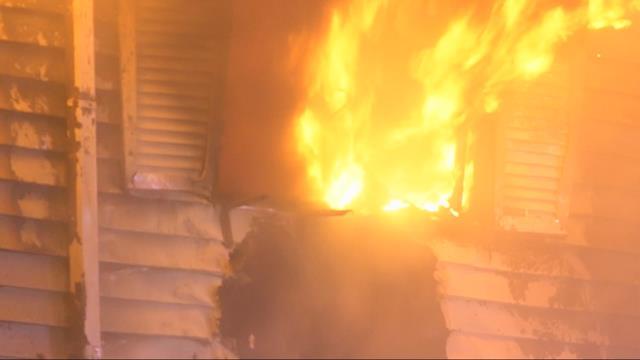 One person killed in apartment fire in NE Portland