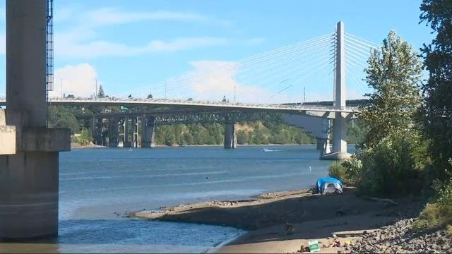 Couple attacked by homeless man with metal baton at Poet's Beach in Portland