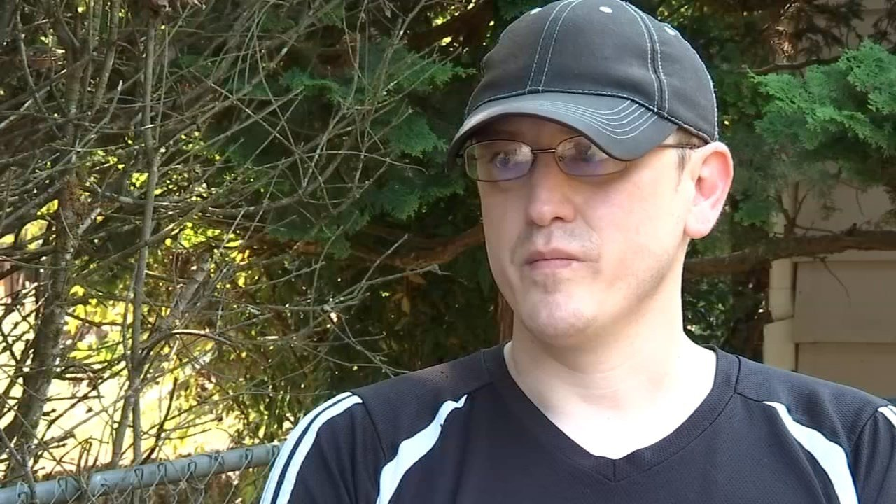 During his paper route, Josh Long spotted a house fire in vancouver and alerted the homeowners early Monday morning. (KPTV)