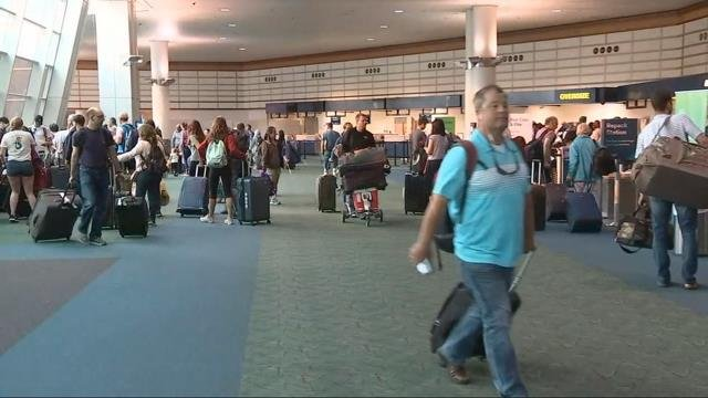 PDX packed as travelers continue post-eclipse exodus