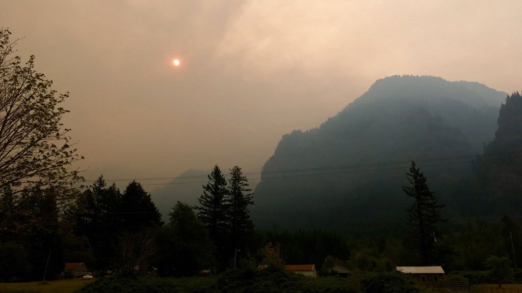 Ash covers OR cities, wildfire smoke chokes US West