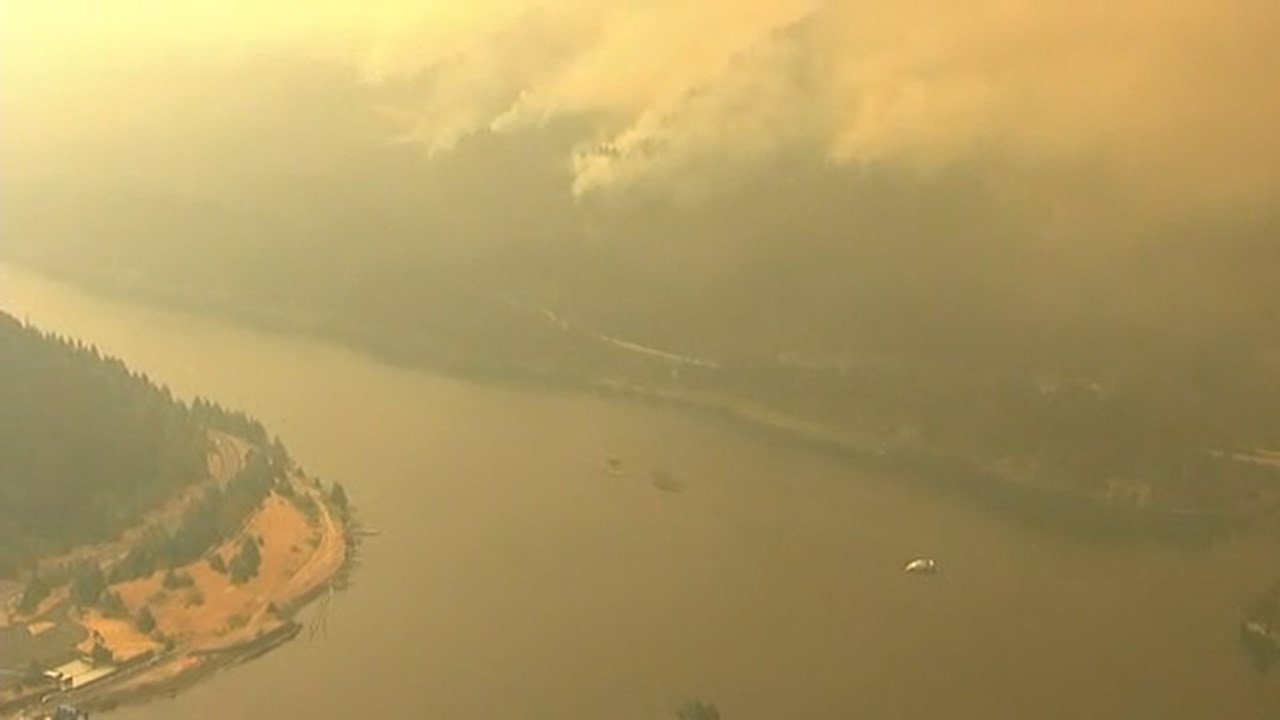 Cascade Locks fire grows to 3200 acres