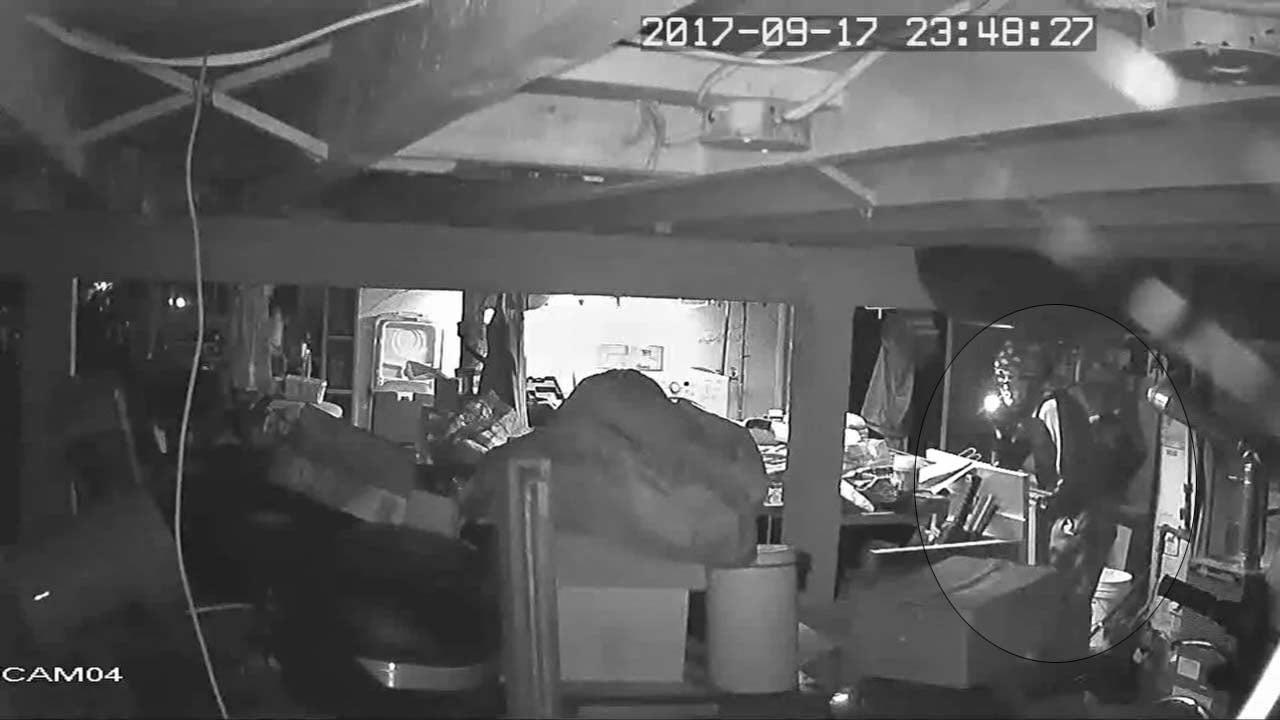 Burglar caught on camera in northeast Portland home (KPTV)