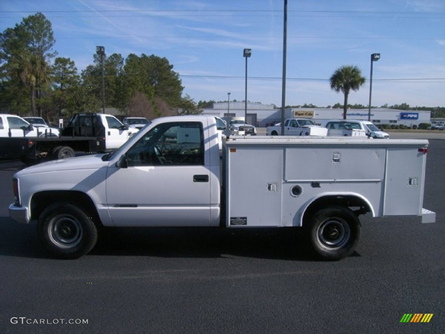 Utility truck similar to the one the suspects were seen driving. (Courtesy: Milwaukie Police Department)