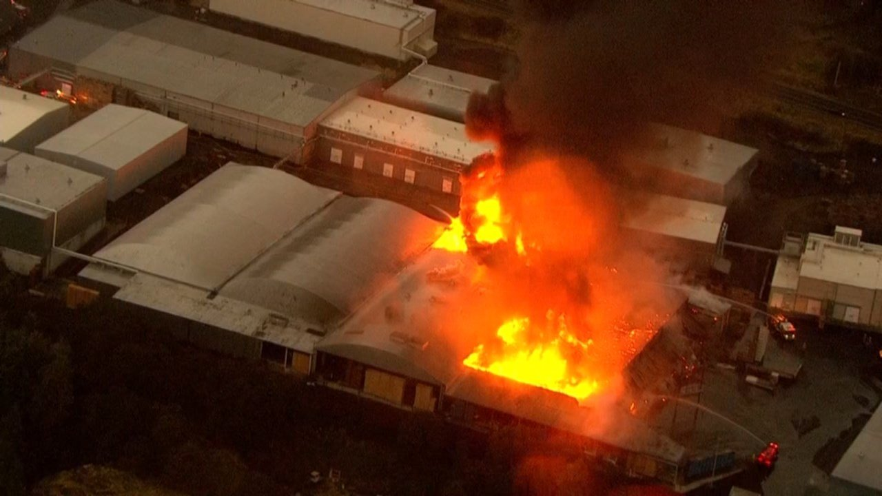 Underwood Fruit and Packing Warehouse fire in Bingen, Washington. (KPTV/Air 12)