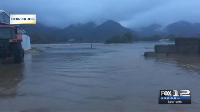 Tillamook dairy farmer dealing with flooding