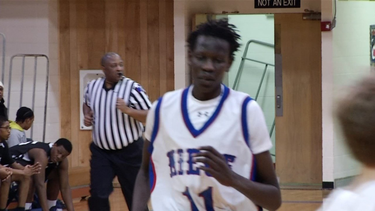 Bol Bol, son of the late NBA legend Manute Bol and one of the nation's top high school recruits, announced Monday that he plans to play for the Oregon Ducks. (KCTV/Meredith)