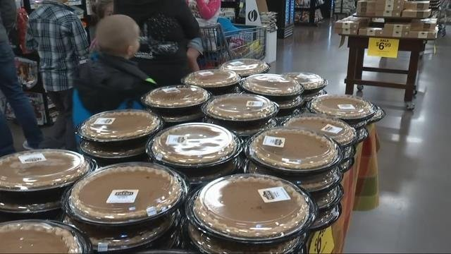 Rush is on at Portland-area stores as people wrap up Thanksgiving grocery shopping