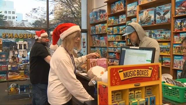 Consumers shop local on small business Saturday