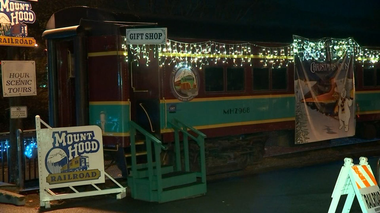 train to christmas town derails no injuries reported