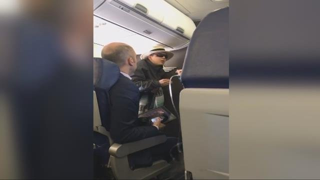 Irate passenger threatens to 'kill everyone on flight'